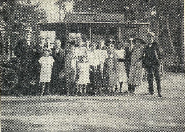 3-eerste-buslijndienst-andijk-hoogkarspel-1922-onderwijzers-en-vrouwen-uitstapje-bergen