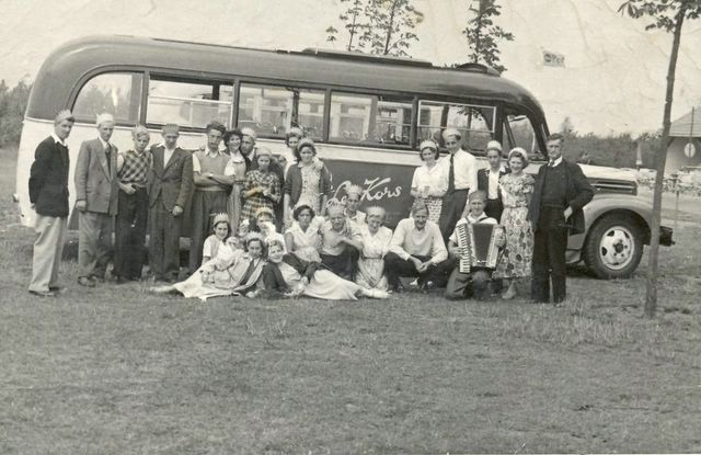 48-bus-12-ford-1947-32-pers-jongman-oestgeest