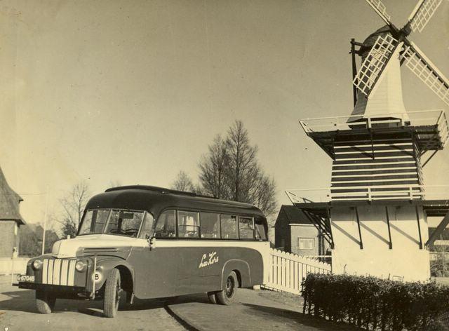 49-bus-12-ford-1947-32-personen-carr-jongman-oestgeest