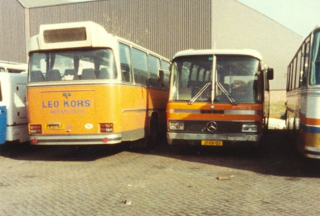 092-bus-29-volvo-vanhool-1975-bus-43-mercedes-303-1978
