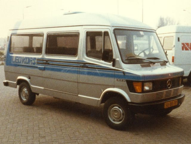 120-bus-1-mercedes-207d-1983